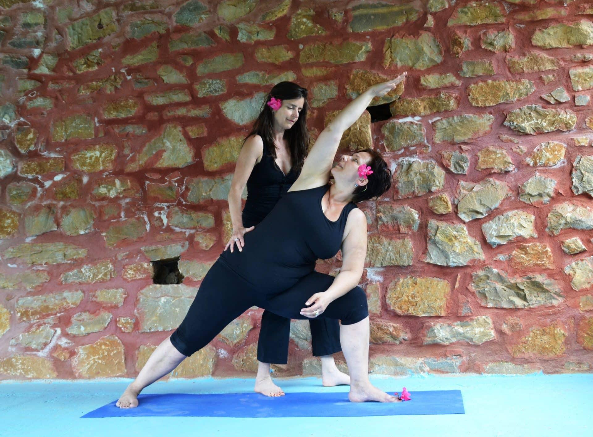 Yoga in de overdekte buiten-shala