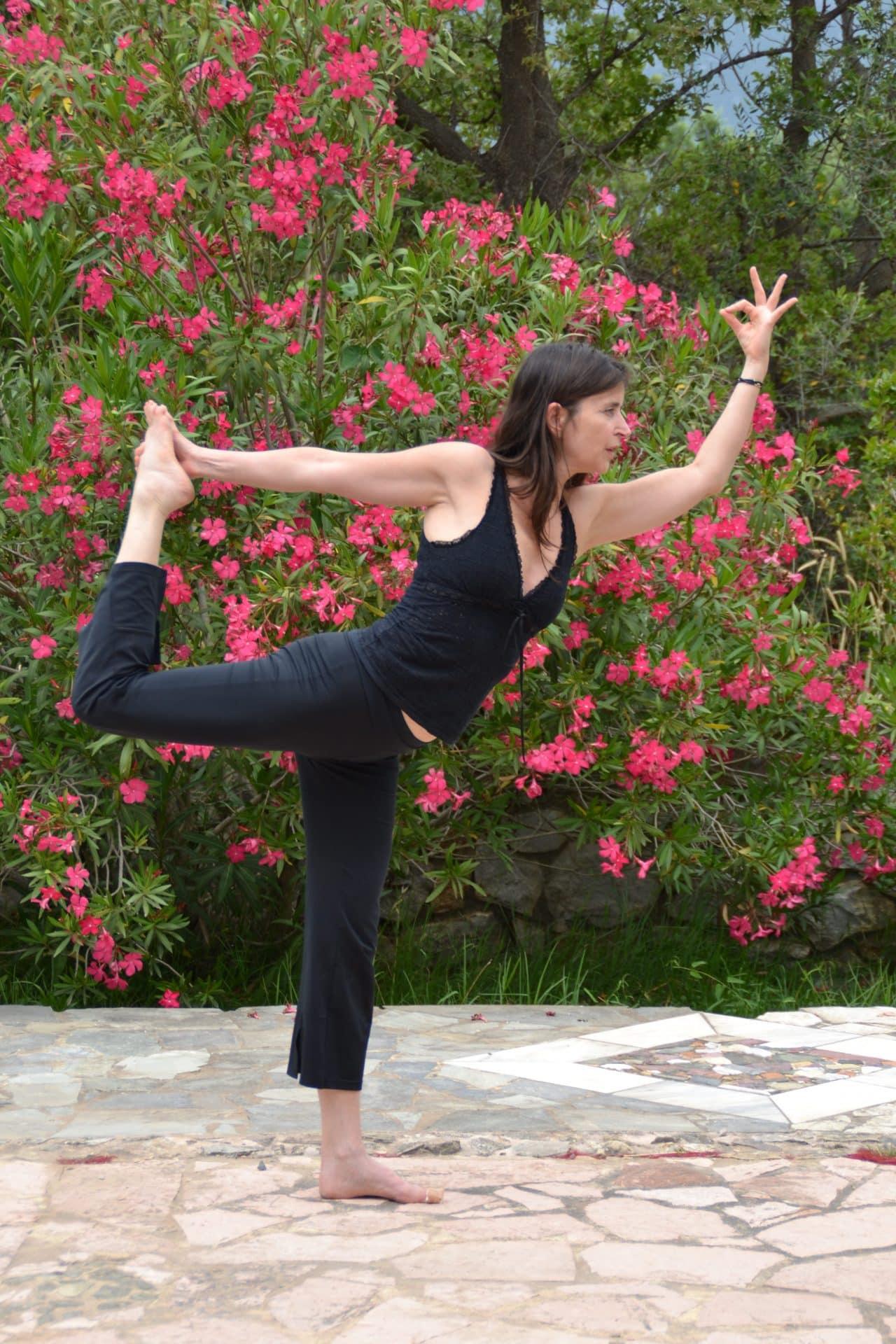 Yoga tussen de bloeiende oleanders